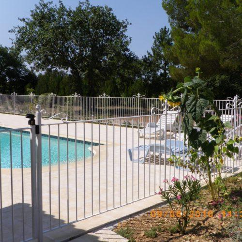 clôture en fer blanc pour piscine par Ferronnerie Martinelli
