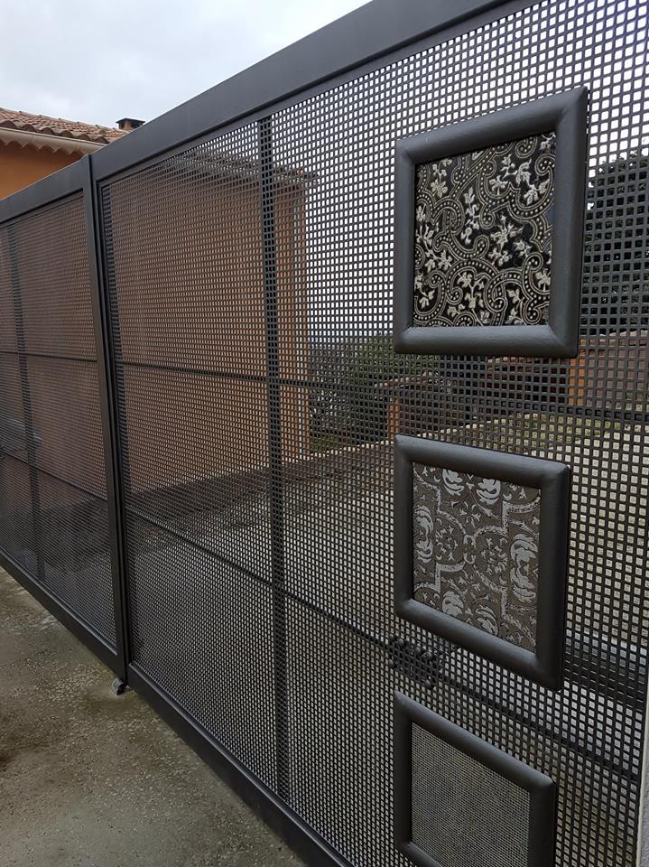 Portail métal design par Ferronnerie Martinelli à Althen les Paluds Vaucluse