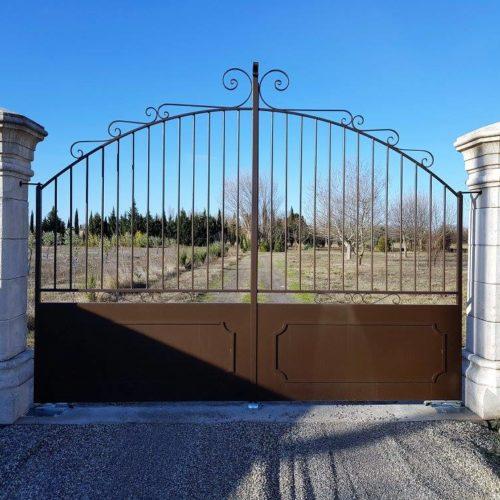 portail en fer forgé par Ferronnerie Martinelli ALthen les Paluds Vaucluse