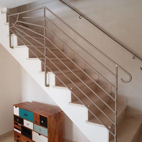 Rampe d'escalier en métal par Ferronnerie Martinelli à Althen les Paluds