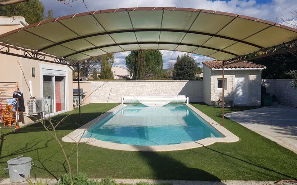 Pergola abri piscine protection soleil été ferronnerie martinelli althen vaucluse